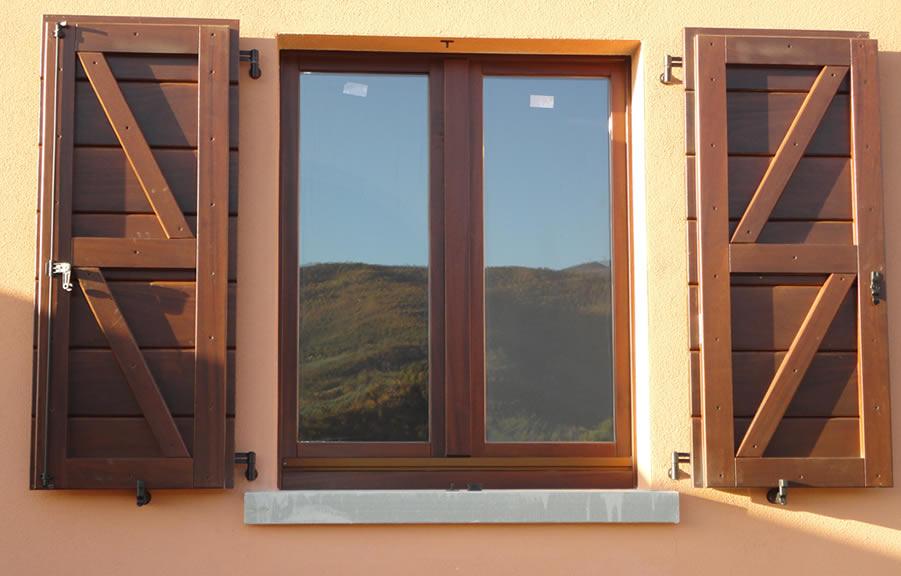 Wood infissi catalogo prodotti sistemi oscuranti - Oscuranti per finestre prezzi ...