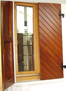 Wood infissi catalogo prodotti sistemi oscuranti sportelloni - Antifurto finestre aperte ...